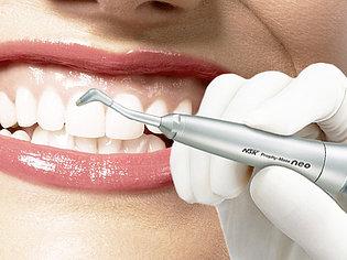Чистка зубов у стоматолога