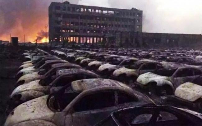 Взрывы и пожар в Тяньцзине уничтожили 10 тыс. новых авто